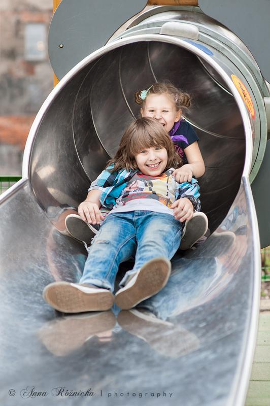 sesja dziecięca na placu zabaw